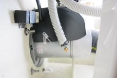 Monterad elmotor med manöverrelä